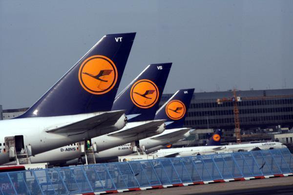 Blick auf Lufthansa-Flugzeuge.