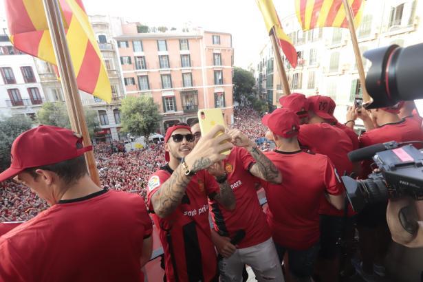 Im Juni feierten die Kicker von Real Mallorca zusammen mit Tausenden Fans den Wiederaufstieg in die Primera División.