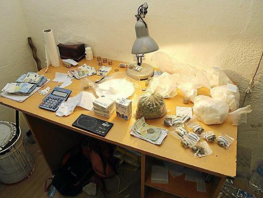 Einige der sichergestellten Drogen, die per Kurierdienst transportiert wurden.