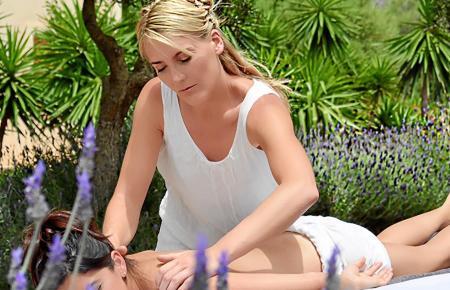 Linda Bucher massiert vor allem Kunden im Osten und Südosten der Insel.