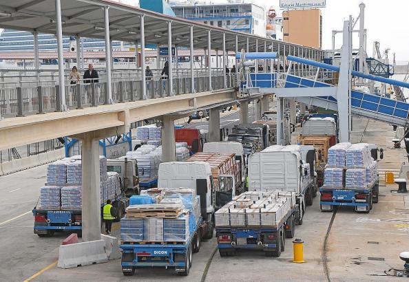 Höhere Strom- und Wasserpreise in Palmas Hafen. Großhändler kündigen Kürzungen beim Personal an.