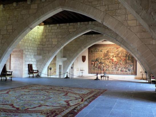 In der Sala Tinell mit den gotischen Bögen werden heute Gäste empfangen.