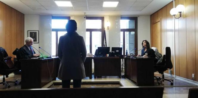 Die Angeklagte vor Gericht in Palma.