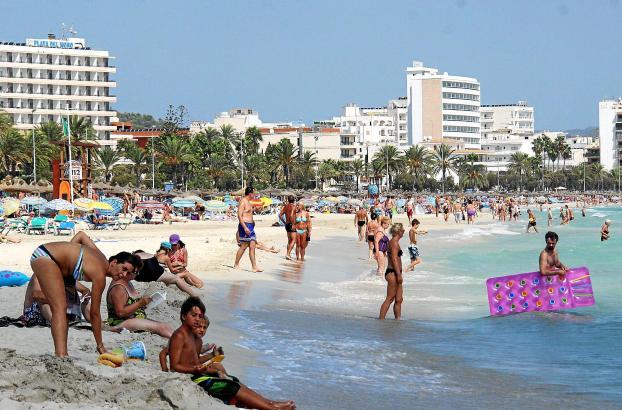 Entlang des Strands von Cala Millor gibt es noch Sanierungsbedarf bei den Hotels. Dass sich Renovierungen lohnen, zeigen die Betriebsergebnisse der fünf stärksten Hotelketten der Insel.