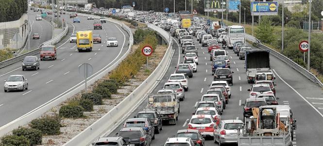 Ein gewohntes Bild: Staus sind auf Palmas Vía de Cintura an der Tagesordnung.