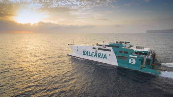Baleària-Fähre unterwegs in spanischen Gewässern.