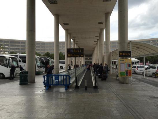 Oben ist einige Wochen lang geschlossen, unten kann man zum Terminal.