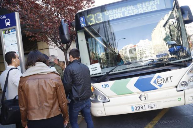EMT-Bus an der Plaça d'Espanya in Palma.