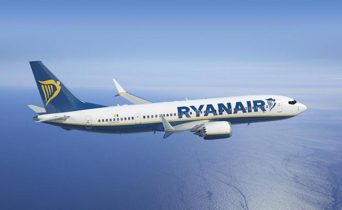 Ryanair-Flieger am Europa-Himmel.