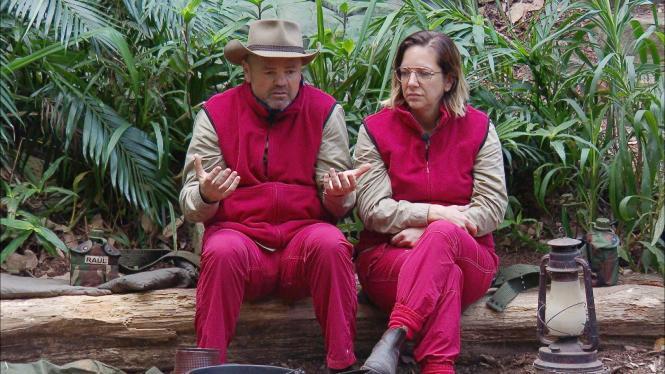 Sven Ottke und Daniela Büchner im Dschungelcamp.