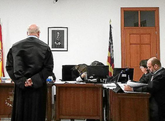 Der Rechtsanwalt am Dienstag vor Gericht.