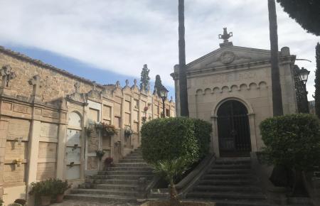 Blick auf den Friedhof von Andratx.