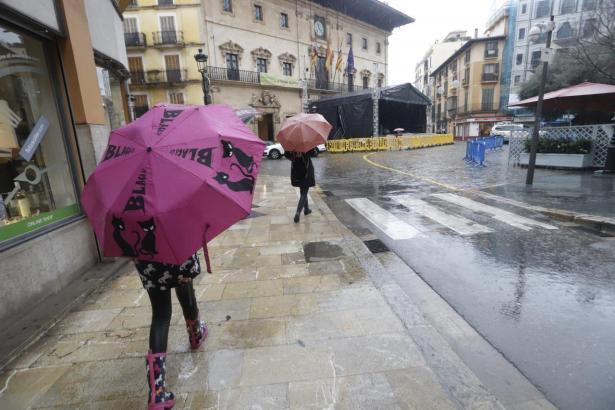 Regen und Wind haben Palma am Sonntag fest im Griff.
