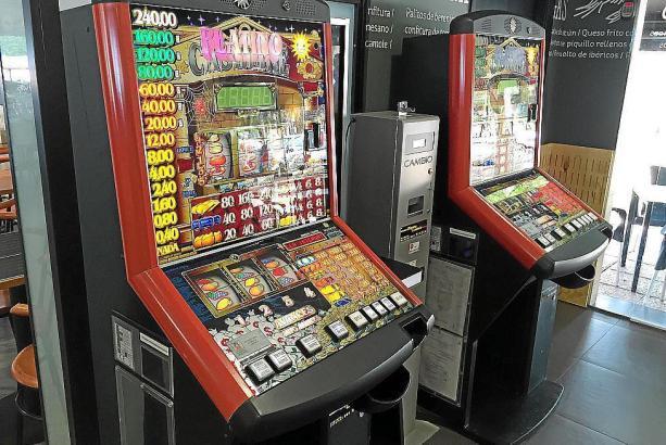 Automaten in einem Spielsalon.