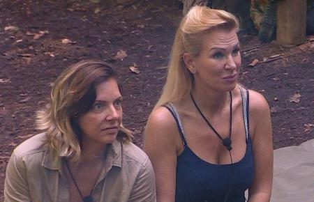 Daniela Büchner und Claudia Norberg im Dschungelcamp.