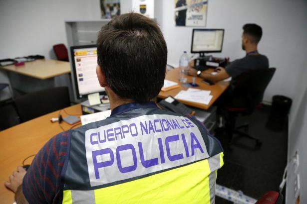 Nationalpolizisten bei der Arbeit.