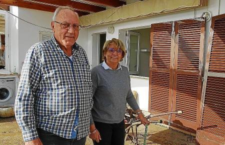 Jaume Monserrat und Apollonia Barceló auf der Terrasse ihrer Wohnung.