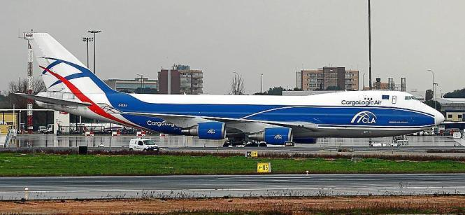 Rund 20 Flugzeuge sorgten für Nachschub an Obst, Gemüse und Fleisch.