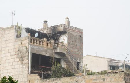 In diesem Haus in Vilafranca wurde der Junge vom Feuer eingeschlossen. Rettungskräfte konnten ihn nur noch tot bergen.