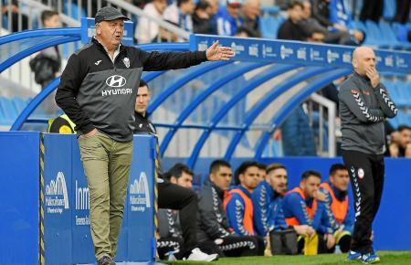 Atlético-Baleares-Trainer Manix Mandiola während der Partie gegen Rayo Majadahonda.