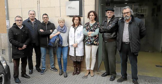 Vertreter der Gewerkschaft für medizinisches Fachpersonal fordern ein neues Gesundheitszentrum.