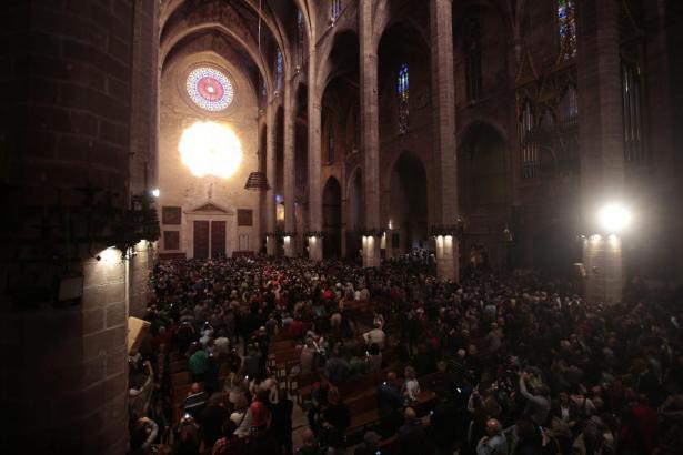 Zweimal im Jahr zeigt sich die Acht an den Wänden der Kathedrale.