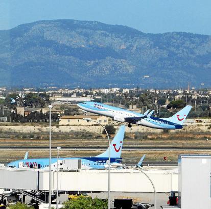 TUIfly ist auch am Mallorca-Flughafen Son Sant Joan ein wichtiger Anbieter.