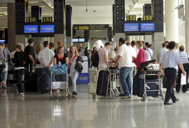 Anwohner befürchten einen Ausbau des Flughafen von Palma de Mallorca, der alleine im vergangenen Jahr 29,7 Millionen Passagier abgefertigt hat.