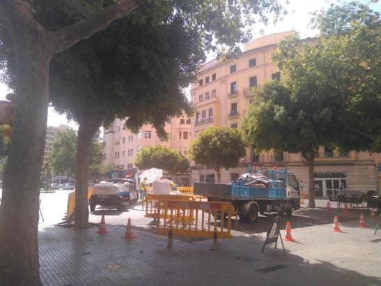So wie auf diesem Archivbild wird auf Mallorca ein Wasserrohrbruch repariert.