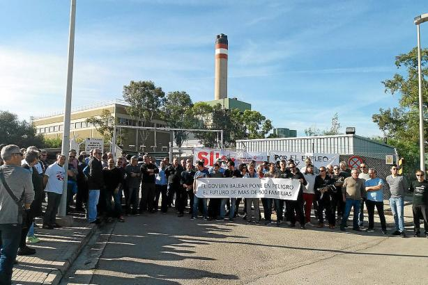 Im November 2018 demonstrierten Mitarbeiter des Kraftwerks Es Murterar bei Alcúdia gegen dessen geplante Schließung. Rund 700 Angestellte sind bei einer Komplettabschaltung betroffen.