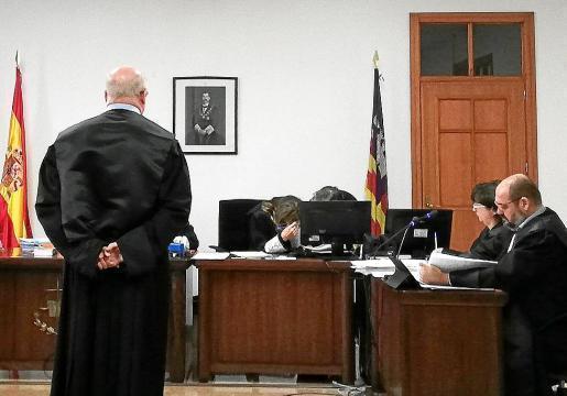 """Das Gericht verurteile einen Anwalt aus Palma zu einem Jahr Gefängnisstrafe, nachdem er unrechtmäßig große Geldmengen eines Klienten """"einbehalten"""" hatte."""