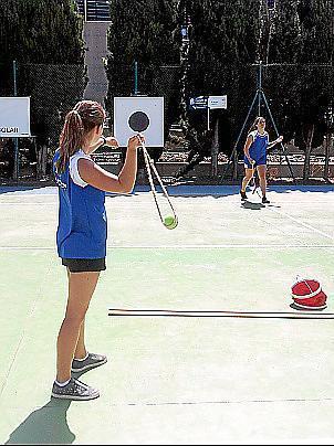 Schräg und spannend: Steinschleuderinnen auf Mallorca.