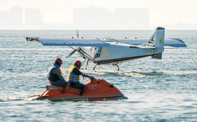 Wasserflugzeuge werden um die Wette fliegen.