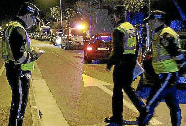 Die Polizei fand ein weinendes Kind im verschlossenen Auto vor.