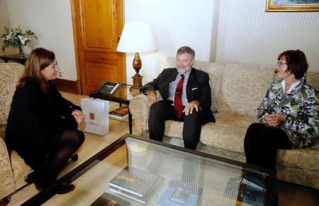 Botschafter Dold, Konsulin Köller und Ministerpräsidentin Armengol.