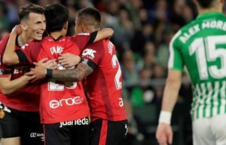 Real-Stürmer Ante Budimir feiert mit seinen Kameraden das zweite Tor für Mallorca.