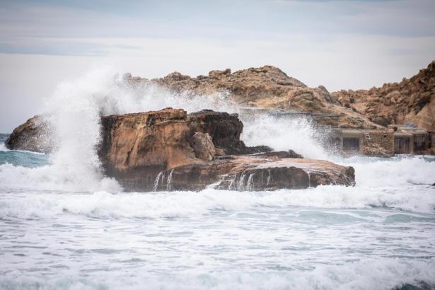 Zur Wochenmitte wird es windig auf Mallorca, es kann auch höhere Wellen als sonst geben.