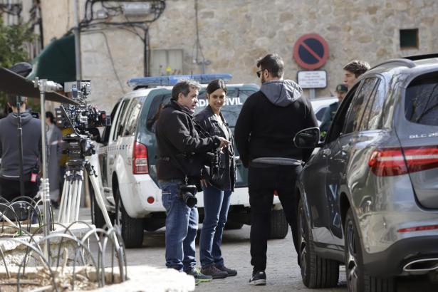"""Dreh in Valldemossa: Megan Montaner spielt auch in der zweiten Staffel von """"La caza"""" die Hauptrolle."""