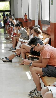 Wartesaal für einen Einstellungstest an Mallorcas Universität der Balearen (UIB).
