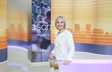 """Babette von Kienlin moderiert die Sendung """"Drehscheibe""""."""