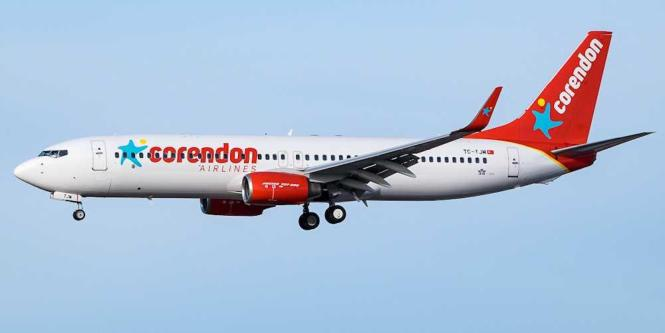Blick auf einen Flieger von Corendon-Airlines.