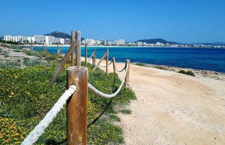 Spaziergänge machen kommende Woche wieder richtig Spaß, zum Beispiel hier in Cala Millor.