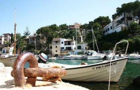 Mallorca ist eine bewährte Destination. Die Aufnahme zeigt den traditionellen Hafen der Cala Figuera.