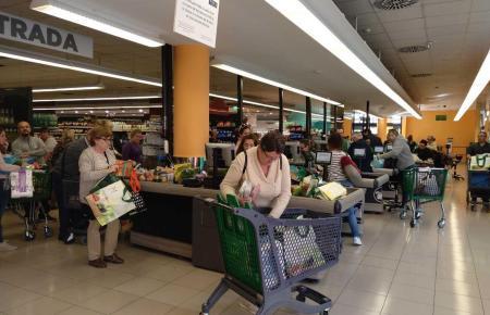 In Mallorcas Supermärkten wird in diesen Tagen wegen des Coronavirus mehr eingekauft als sonst.