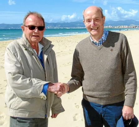 Ex-Leichtahtletikstar Harald Norpoth (r.) kam nach Mallorca, um seinem Bruder Dieter zum Geburtstag zu gratulieren und mit ihm zu feiern.
