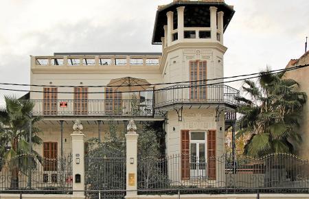 Die Villa mit dem prägnanten Turm war einst eine Pension.