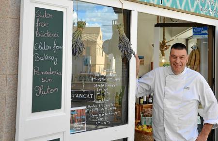 """Schwabe Thomas Cammerer betreibt mit dem """"Típic"""" die einzige glutenfreie Bäckerei auf der Insel. Aber auch regionale Köstlichkeiten hat er im Angebot."""