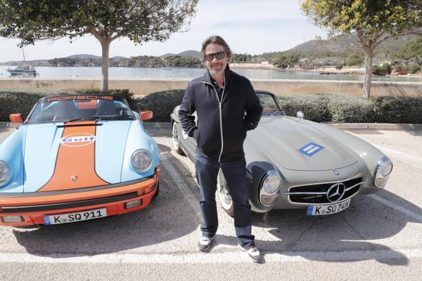 Jay Kay, Frontmann der britischen Band Jamiroquai, nimmt an der Rally Clásico auf Mallorca teil. Mit dabei sind auch zahlreiche Deutsche mit ihren Oldtimern.