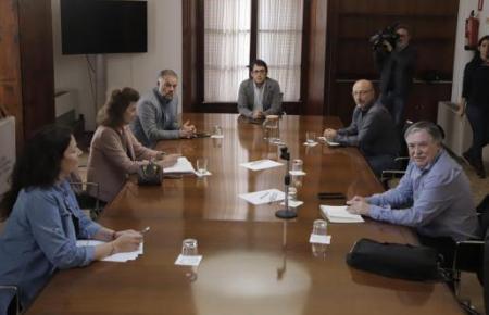 Tourismusminister Iago Negueruela traf sich gestern mit Vertetern von Arbeitgeberverbänden und Arbeiterverbänden.