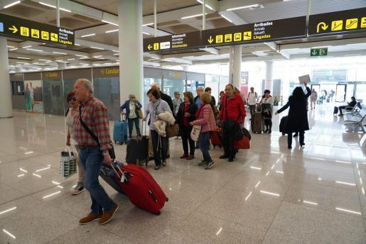 Am Montag, 16.3., wurden viele Urlauber in ihre Heimat zurückgeflogen.